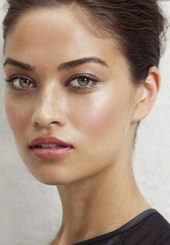 Dewey, pink cheeks and soft eyes - Date night makeup look