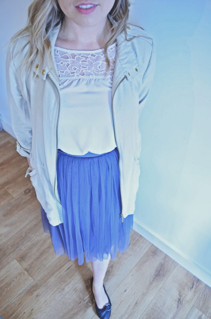 spring outfit, purple tulle skirt, white blouse, beige jacket