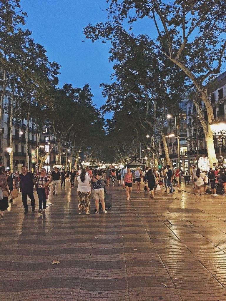 Barcelona - Las Ramblas Por La Noche