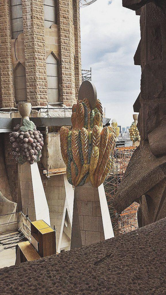 bread and wine motifs, barcelona, sagrada familia